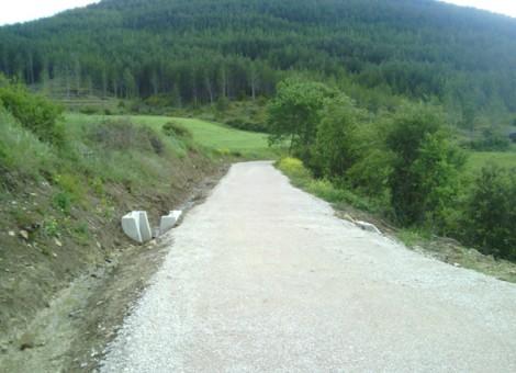 Detalle de acondicionamiento de viales (Tubo de hormigón y afirmado con zahorras). Ibargoiti 2013