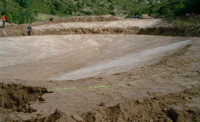 Construcción balsa sielba ingenieria medio rural