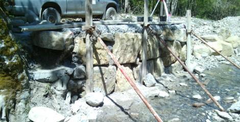 Escollera previa a reconstrucción de puente. Ochagavía 2014